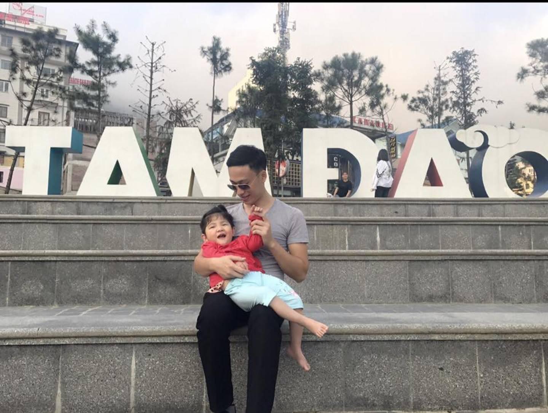 Hình ảnh mới nhất của em bé Lào Cai bị suy dinh dưỡng sau 3 năm về với mẹ nuôi khiến nhiều người ngạc nhiên-1