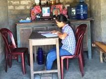 Nữ sinh Quảng Bình quỳ gối khóc xin thi lại môn Văn: Sở