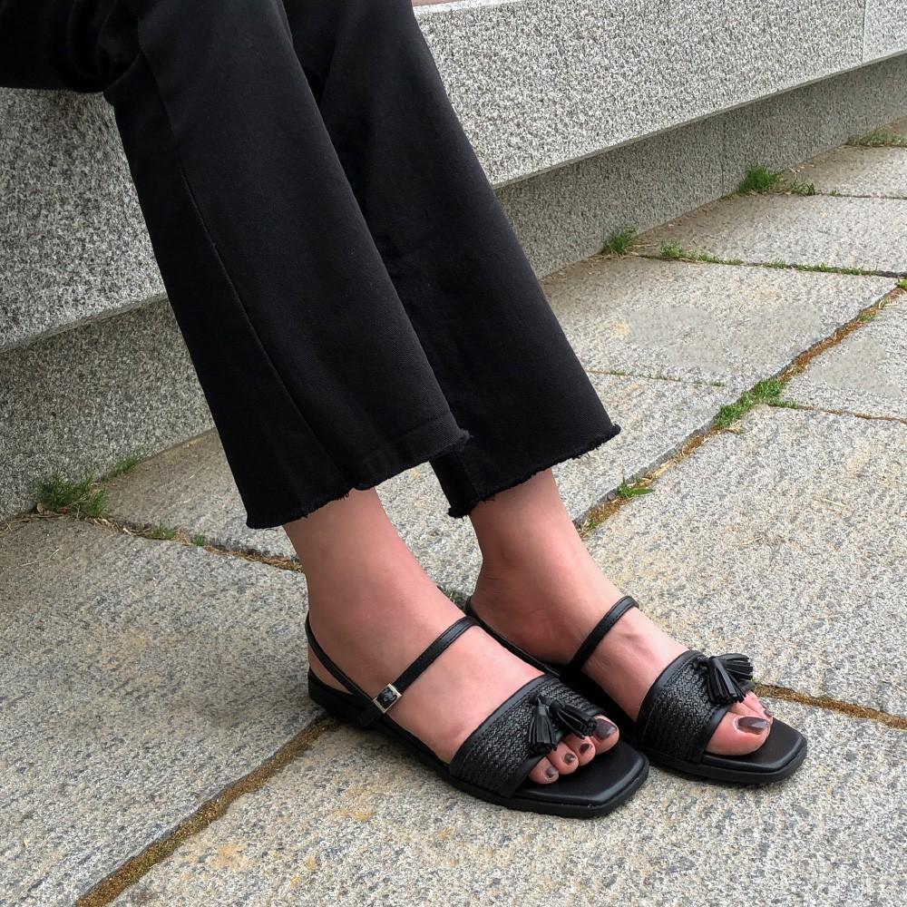 Tạm quên giày cao gót đi, dáng bạn vẫn sẽ cao ráo và phong cách thì đậm chất công sở với 4 kiểu giày bệt này-13