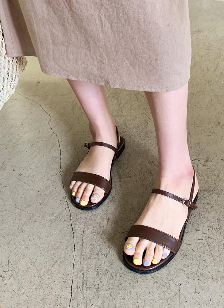 Tạm quên giày cao gót đi, dáng bạn vẫn sẽ cao ráo và phong cách thì đậm chất công sở với 4 kiểu giày bệt này-14