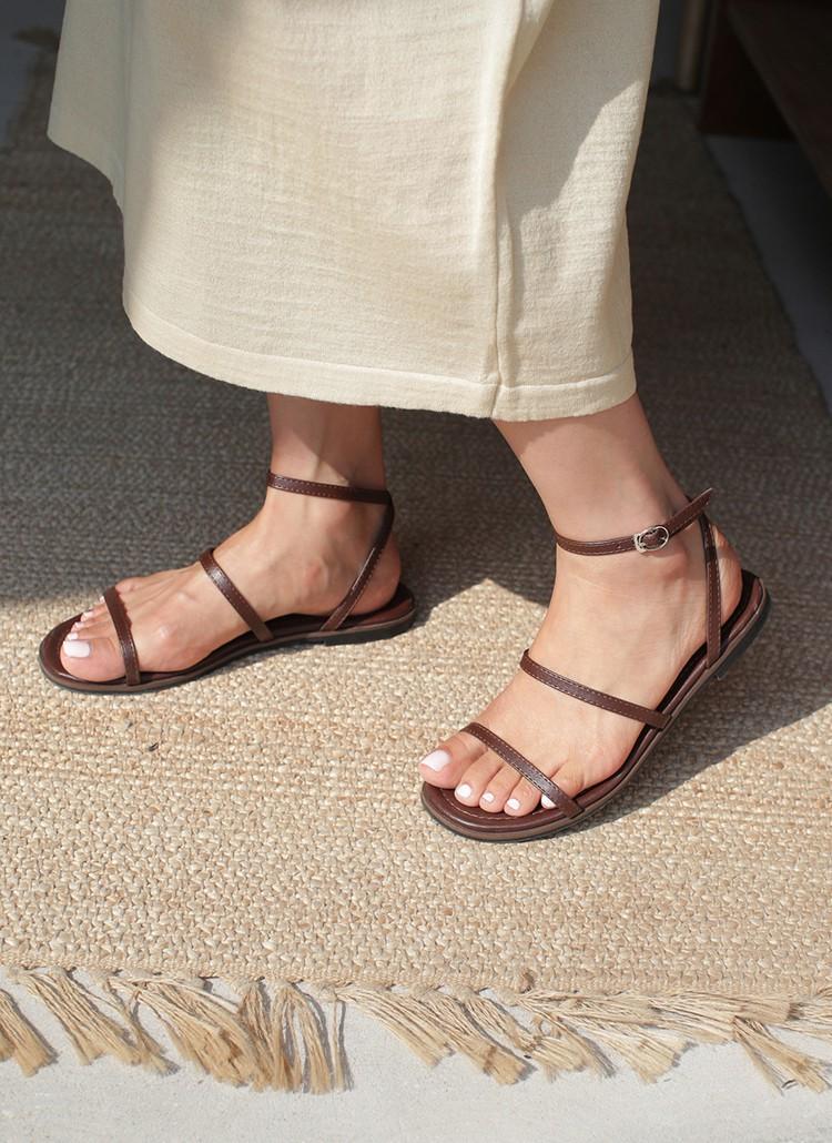 Tạm quên giày cao gót đi, dáng bạn vẫn sẽ cao ráo và phong cách thì đậm chất công sở với 4 kiểu giày bệt này-16