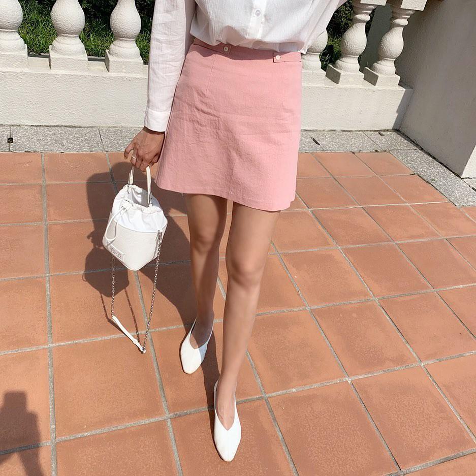 Tạm quên giày cao gót đi, dáng bạn vẫn sẽ cao ráo và phong cách thì đậm chất công sở với 4 kiểu giày bệt này-4