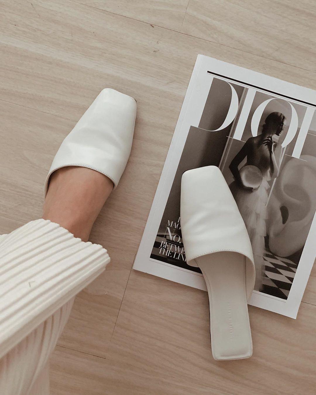 Tạm quên giày cao gót đi, dáng bạn vẫn sẽ cao ráo và phong cách thì đậm chất công sở với 4 kiểu giày bệt này-10