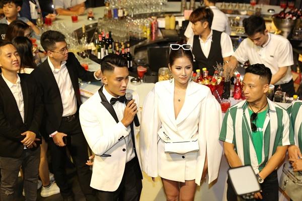 Giữa tin đồn yêu đồng giới, Minh Triệu thừa nhận ở chung nhà với Kỳ Duyên, lại còn làm điều thân thiết này sau khi cãi nhau-6