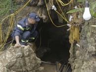 Clip cận cảnh quá trình cứu hộ người đàn ông mắc kẹt trong hang ở Si Ma Cai - Lào Cai