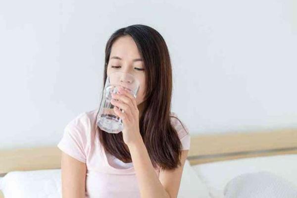 3 thói quen uống nước làm hỏng thận nhiều người mắc-4