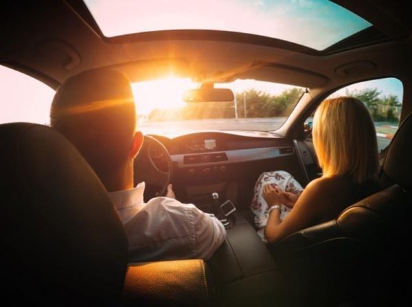 Ngồi trong ô tô có cần mặc áo chống nắng?-1