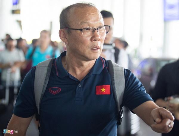 Văn Hậu liên tục ho khi trở về Việt Nam sau Kings Cup-9