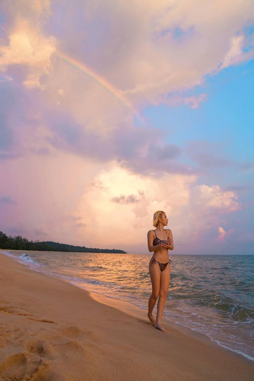 Quỳnh Anh Shyn mặc bikini, khoe thân hình nóng bỏng-5
