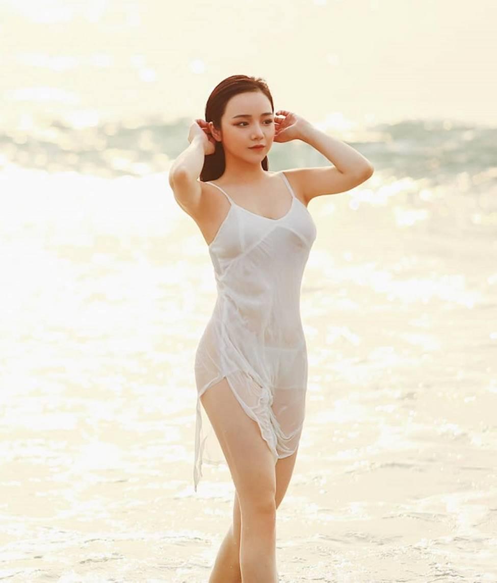 Ngân 98, hot girl Kem Xôi, Mì Gõ...mặc gợi cảm chào đón mùa hè-13