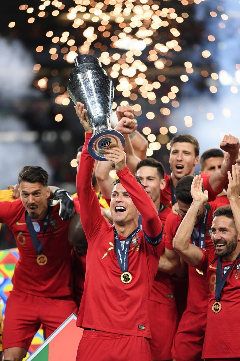 Biểu cảm hài hước của Ronaldo sau khi cùng đồng đội tuyển Bồ Đào Nha làm nên lịch sử ở UEFA Nations League-4