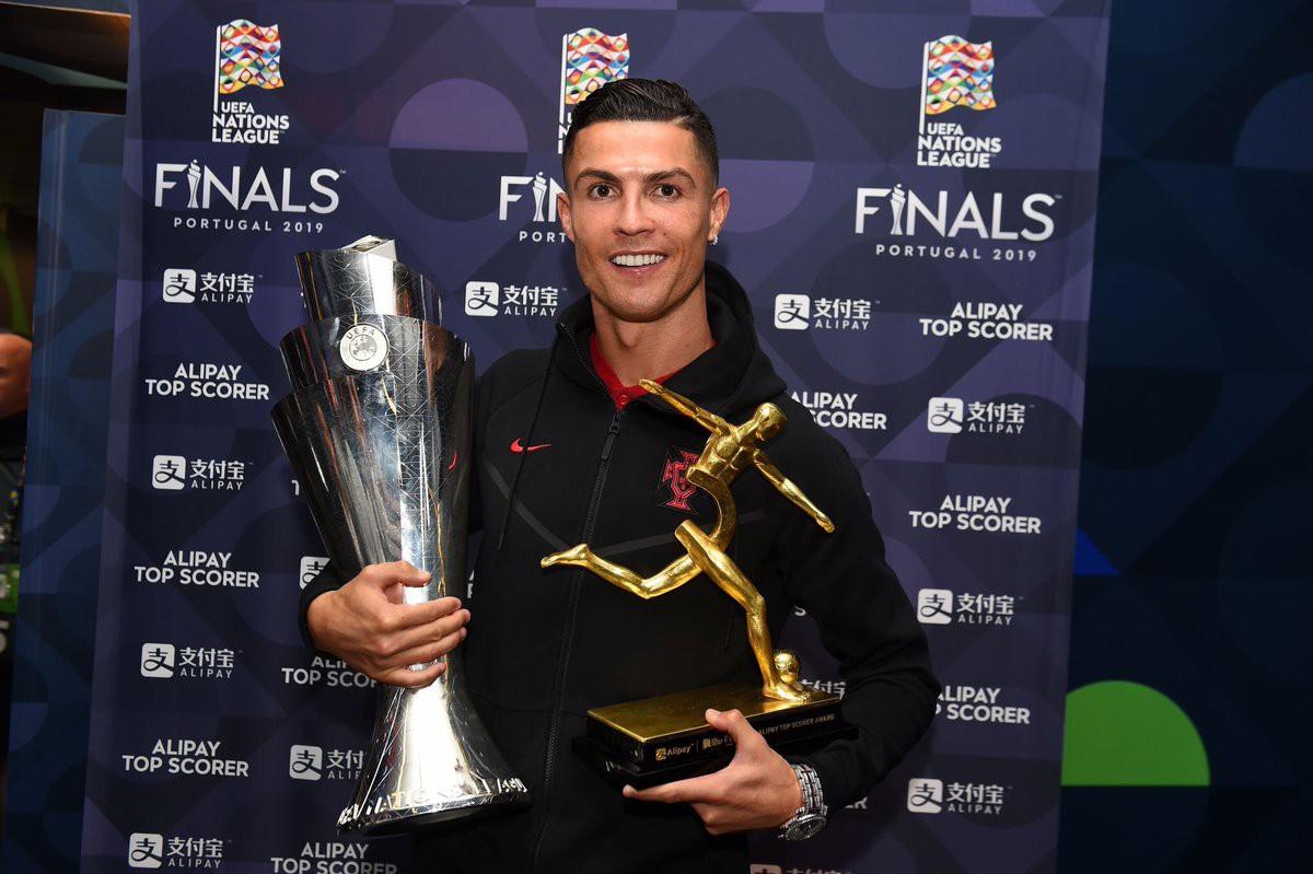 Biểu cảm hài hước của Ronaldo sau khi cùng đồng đội tuyển Bồ Đào Nha làm nên lịch sử ở UEFA Nations League-6