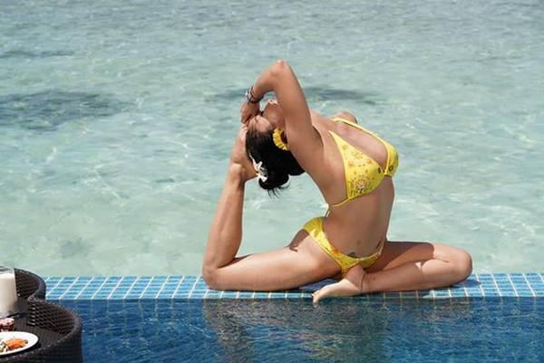Ốc Thanh Vân mặc bikini tạo dáng yoga gây sốt-10