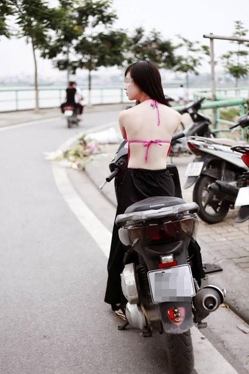 Cô gái mặc chiếc quần kiểu can lộ lộ diễu phố, dân mạng hỏi mặc thế thì nóng hay mát?-6