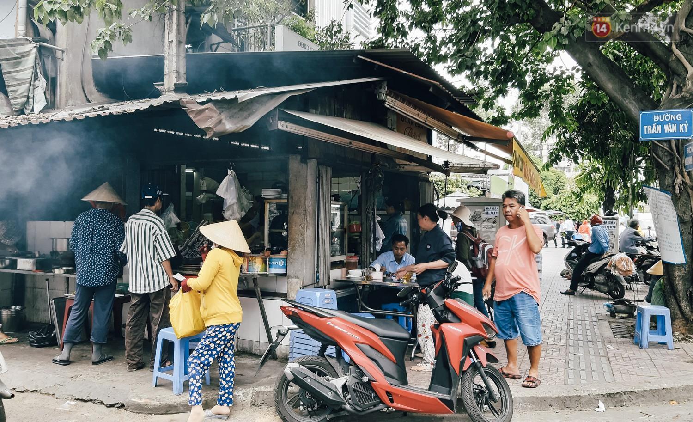 Nhân chứng vụ diễn viên Bảo Lâm bị đánh khi phát cơm từ thiện: Tôi chạy đến can thì bọn họ bảo đang diễn để quay phim chú ơi-5