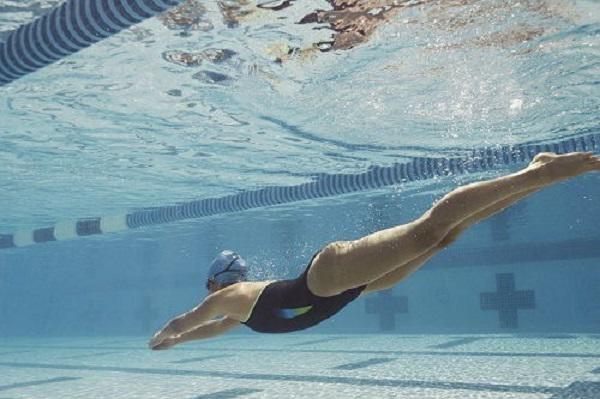 Chị em đổ xô đi bơi ngày nắng nóng, chuyên gia cảnh báo các bệnh nguy hiểm dễ mắc phải-2