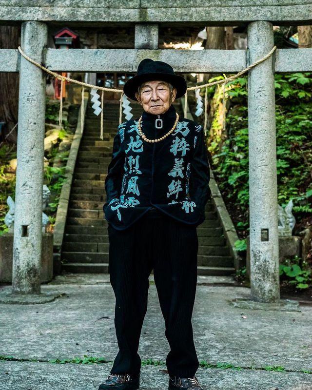 Cụ ông 84 tuổi trở thành ngôi sao thời trang siêu hot trên mạng xã hội-2