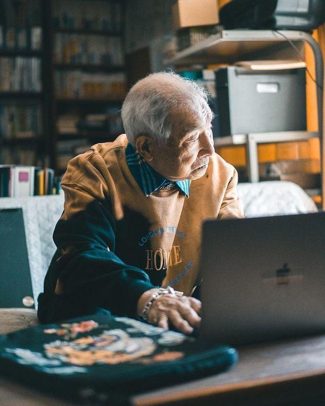 Cụ ông 84 tuổi trở thành ngôi sao thời trang siêu hot trên mạng xã hội-12