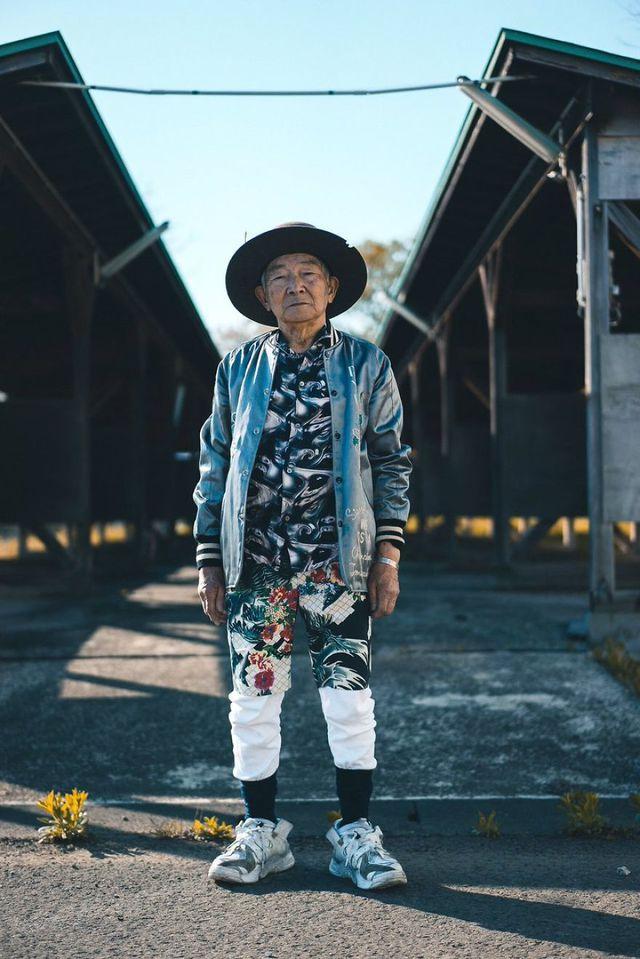 Cụ ông 84 tuổi trở thành ngôi sao thời trang siêu hot trên mạng xã hội-7