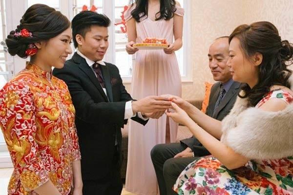 Trăm phương nghìn kế bắt con dâu phải đưa vàng cưới cho cầm để rồi vài ngày sau mẹ chồng phải cay đắng mang trả lại-1