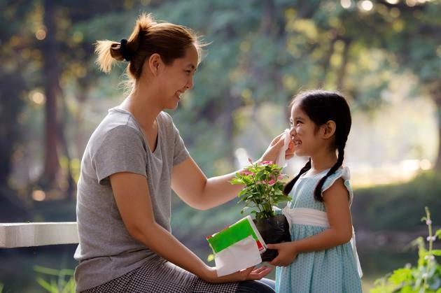 Muốn con trưởng thành mạnh mẽ, độc lập, cha mẹ đừng lạm dụng 5 kiểu an ủi con sai lầm này: Tưởng là trấn an, vỗ về nhưng thực ra là hại con-2
