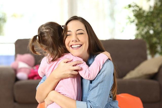 Muốn con trưởng thành mạnh mẽ, độc lập, cha mẹ đừng lạm dụng 5 kiểu an ủi con sai lầm này: Tưởng là trấn an, vỗ về nhưng thực ra là hại con-3