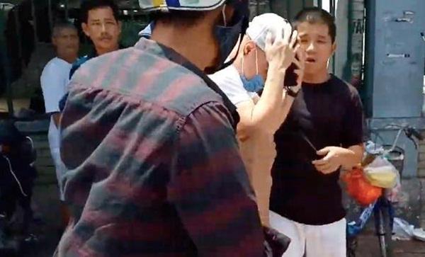 Lê Dương Bảo Lâm - cây hài tai tiếng và ồn ào dàn dựng cảnh bị đánh-1