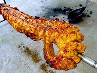 Lột da nướng nguyên con cá sấu dài 1,5 mét, dân Hà thành ăn tùng xẻo