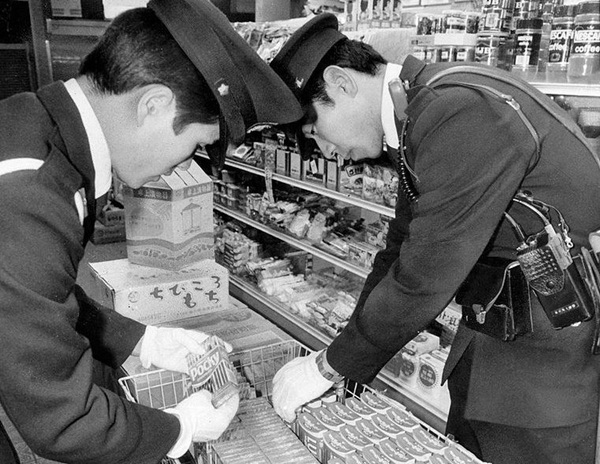 Vụ tẩm độc kẹo bí ẩn: Cảnh sát bất lực đến nỗi tự sát, hơn 30 năm người dân vẫn ám ảnh tên Quái vật 21 mặt-3