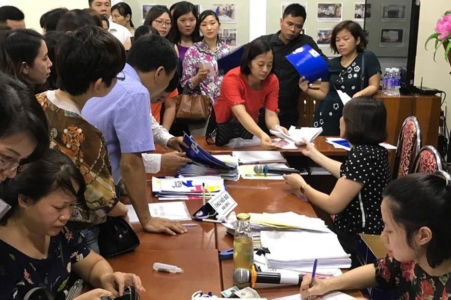 Hà Nội: Phụ huynh chấp nhận mất tiền để đổi trường học cho con-1