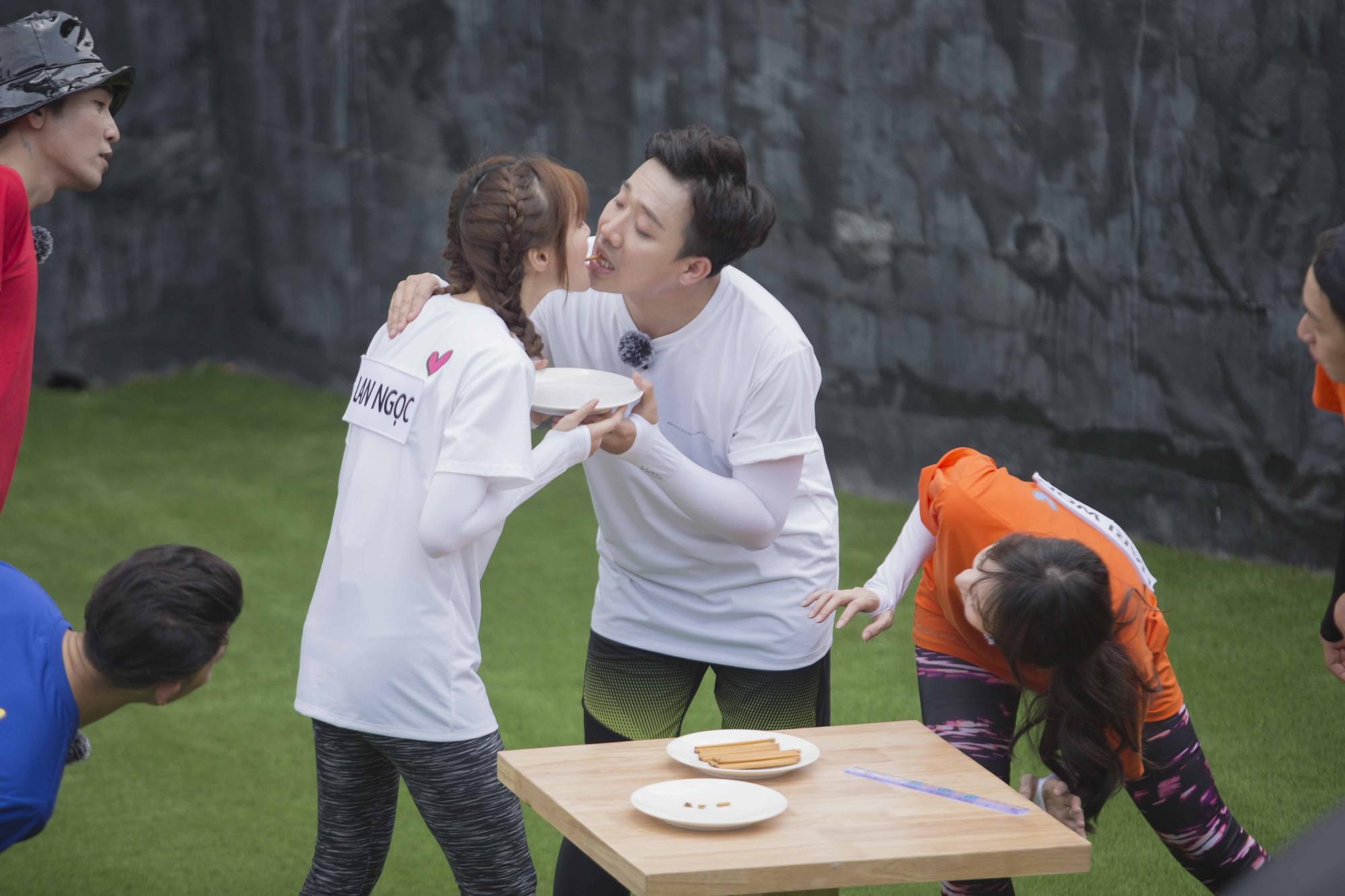 Biết Lan Ngọc sắp hôn môi Trấn Thành, Hari Won tung chiêu đánh ghen khiến ai cũng choáng-8