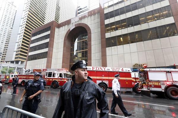 Trực thăng đâm vào nóc cao ốc ở New York, phi công tử nạn-3