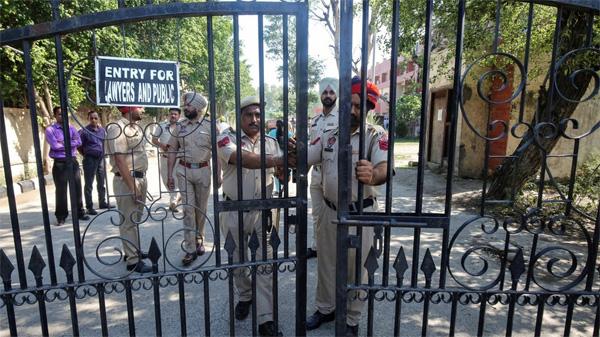 Phẫn nộ quan chức, cảnh sát Ấn Độ hiếp dâm và giết hại bé gái 8 tuổi-1