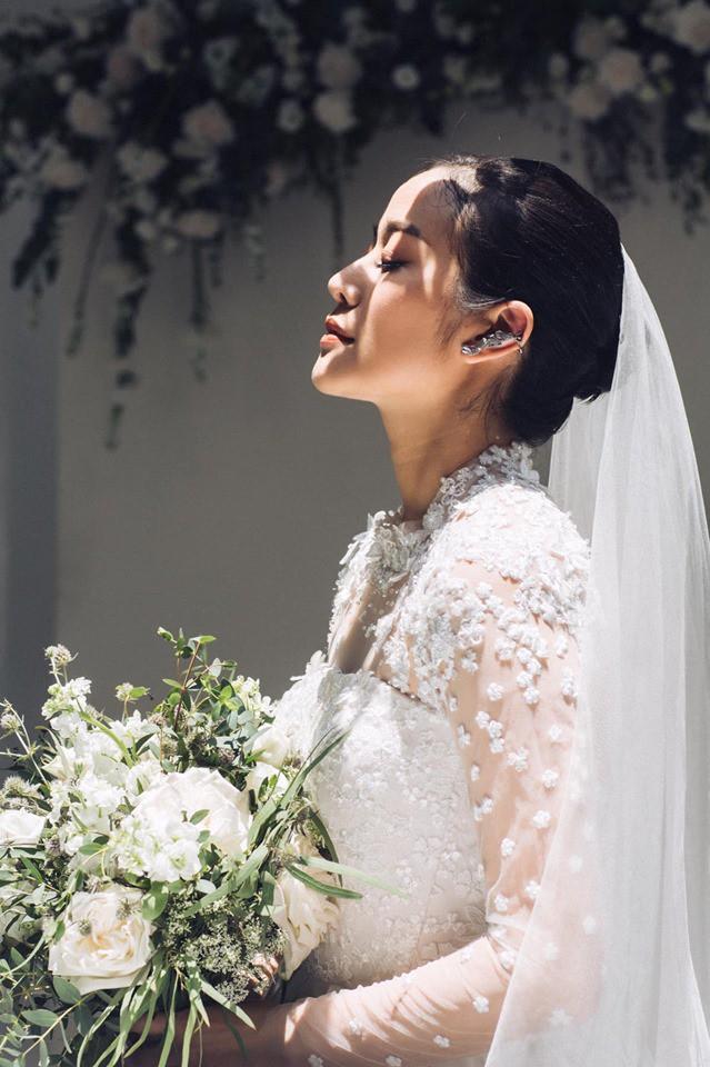 MC Phí Linh chính thức tung ảnh cưới đầy mơ mộng, nhưng bình luận của người chị Hoa hậu mới gây chú ý-1