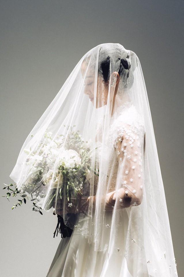 MC Phí Linh chính thức tung ảnh cưới đầy mơ mộng, nhưng bình luận của người chị Hoa hậu mới gây chú ý-3