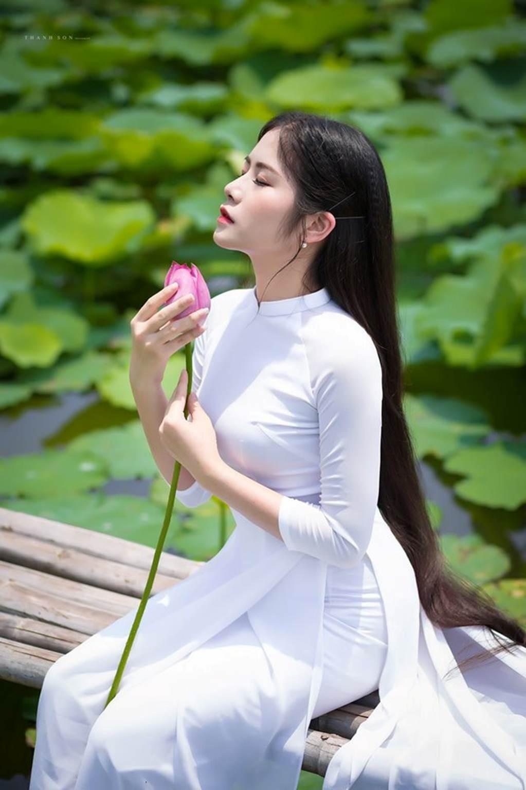 Những thiếu nữ mặc thế này đẹp hút mắt ở hồ sen, cần gì khoe thân-6