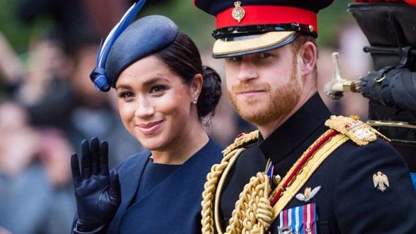 Hoàng tử Harry gây chú ý với gương mặt lạnh như tiền, không mấy vui vẻ khi ngồi cạnh vợ Meghan và lý do khiến ai cũng ngỡ ngàng-2