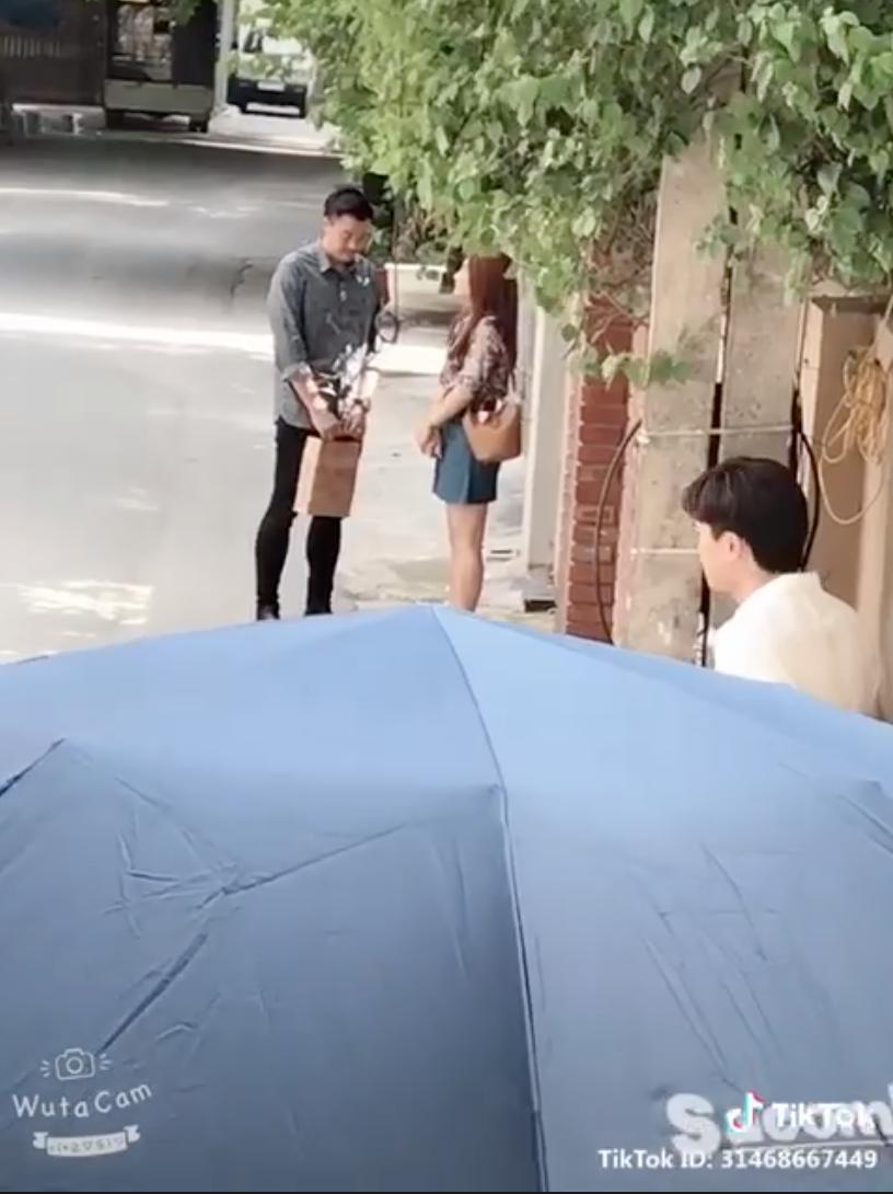 Hot: Về nhà đi con lộ clip Thư thân thiết với... bố Bảo, Vũ sắp sửa nổi cơn ghen?-1