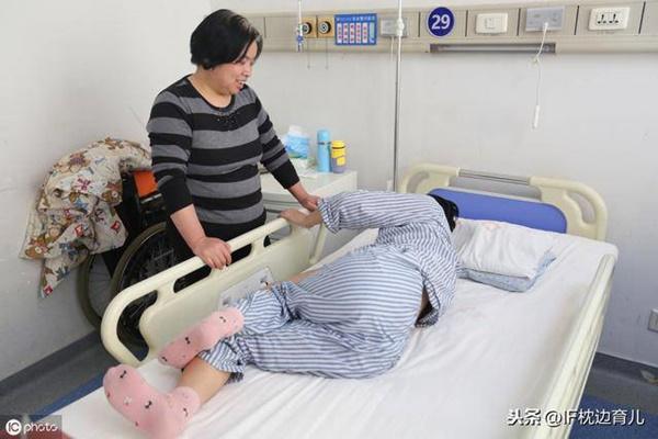 Sinh xong chồng chờ bên ngoài, sản phụ giật mình vì bác sĩ đột ngột cho tay vào tử cung-1