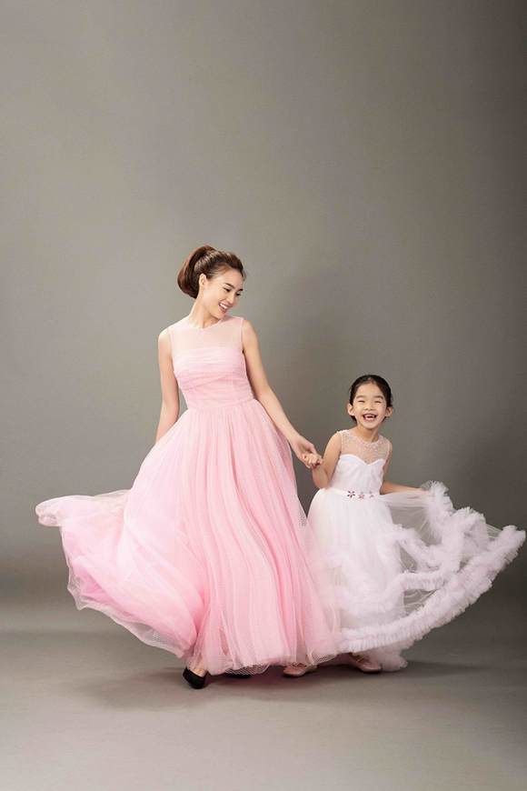 Hà Hồ, Ngô Thanh Vân đẹp tựa nữ thần bên dàn mẫu nhí-6