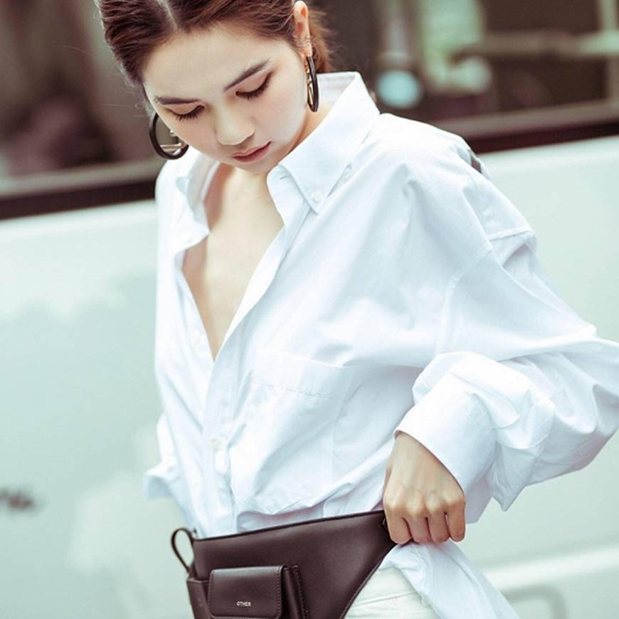 Ngọc Trinh lại diện áo bra khoe đường cong gợi cảm trên đường phố Singapore-6