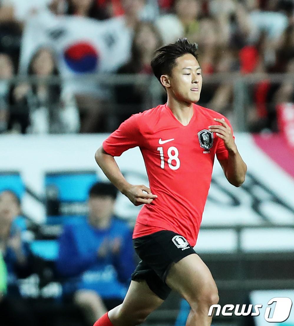 Chứng kiến cậu em út của đội chịu nỗi sự mất mát to lớn, Son Heung-min có hành động khiến các fan cảm thấy ấm lòng-3