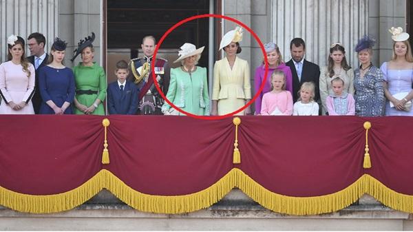 Chuyện giờ mới kể: Meghan Markle bỗng dưng mất hút giữa các thành viên hoàng gia trên ban công Cung điện và lý do khiến ai cũng ngã ngửa-1