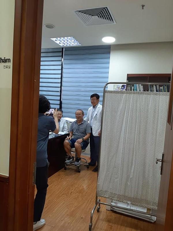 """Hậu King's Cup, HLV Park Hang Seo phải vào viện kiểm tra sức khoẻ nhưng vẫn ghi điểm"""" chỉ nhờ hành động nhỏ này!-1"""