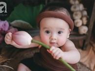 Giữa 'cơn bão' tranh cãi về trào lưu chụp ảnh ở hồ sen, bộ ảnh em bé với hoa sen trong trẻo khiến các mẹ mê mẩn