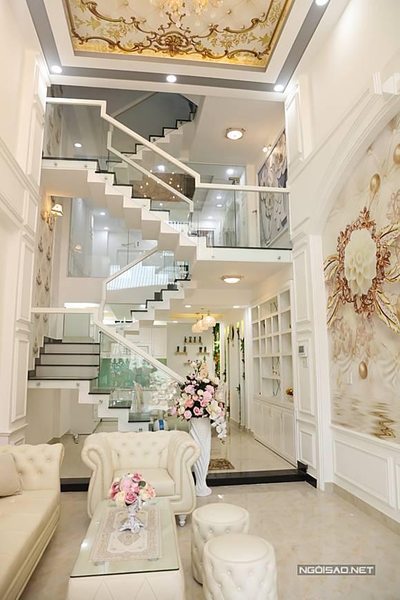 Vũ Hoàng Việt sau khi chia tay tỷ phú già U60: Kiếm hàng trăm triệu một tháng, mua nhà 10 tỷ-3