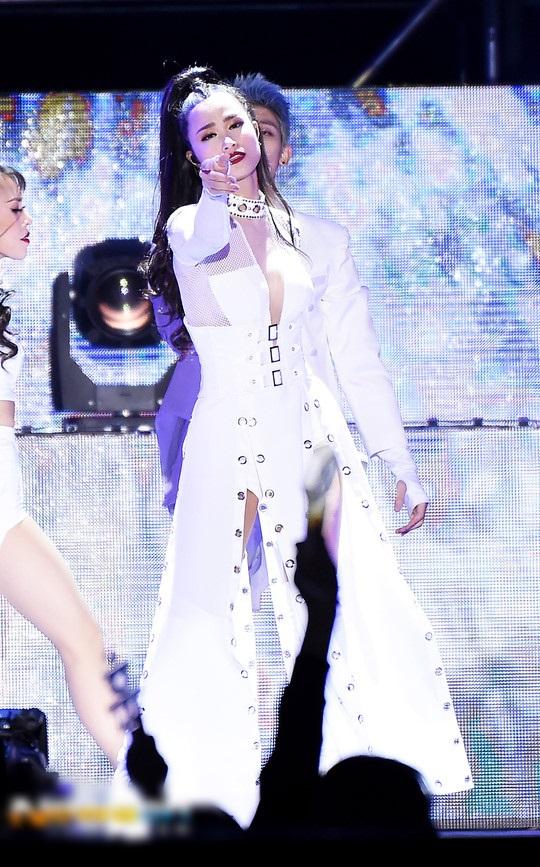 Đâu chỉ mặc xấu toàn tập, Đông Nhi cũng có những lần lên đồ đẹp xuất thần thế này-4