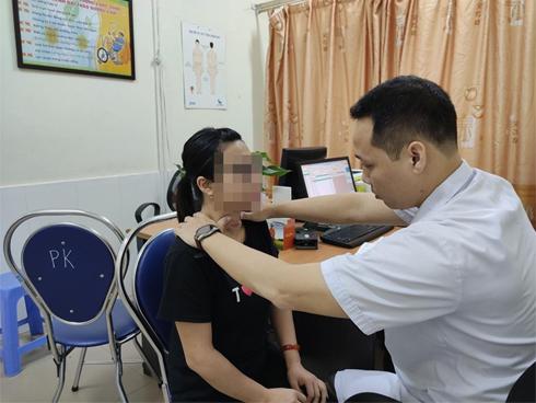 Tự chữa bệnh về tuyến giáp bằng phương pháp thầy lang, cô gái Hải Phòng bị nhiễm trùng nghiêm trọng vùng cổ
