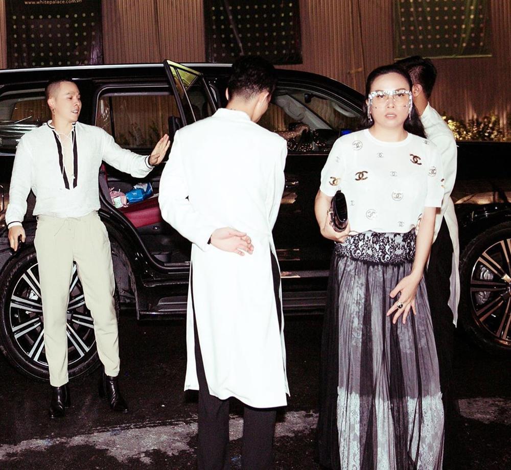 Phượng Chanel phản cảm và kém sang toàn tập vì lộ nội y dù diện cả cây hàng hiệu-4