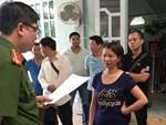 Mẹ nữ sinh giao gà ở Điện Biên tóc bạc trắng đầu sau 2 tuần bị bắt-4